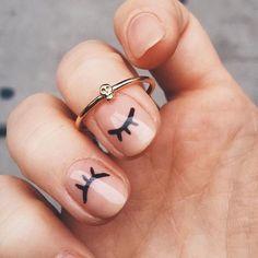 ¿Te gusta este mani sencillo pero súper original? #manicure #nailart #nailstagram