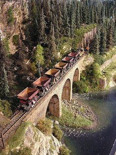 """Made by Model Railway Group """"Modelspoor Collectief"""" in the Netherlands. Design and structures made by Jacques Damen. Scale Models, N Scale Model Trains, N Scale Train Layout, Model Train Layouts, Train Ho, Escala Ho, Garden Railroad, Ho Trains, Scenery"""