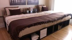 Familienbett aus Kallax-Regalen