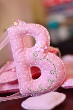 cute alphabet letters once you decide on a name.for her wall Baby Crafts, Felt Crafts, Fabric Crafts, Sewing Crafts, Diy And Crafts, Sewing Projects, Projects To Try, Sewing For Kids, Baby Sewing