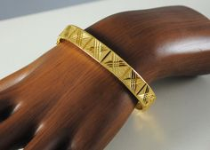 Vintage Bracelet Gold Toned Jewelry Trending by ErikasCollectibles