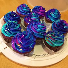 Cupcakes. Multicolor Icing. Colorful Cupcakes. Colorful Icing. Galaxy Cupcakes. Cupcake Queen. Rainbow Icing. Marble Icing. Marbled Icing. Pretty Cupcakes. Bold Colors.