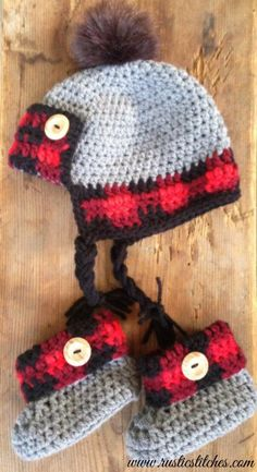Crochet Plaid Cuff Baby Booties - Size 6-9 and 9-12 Months - FREE PATTERN - Rustic Stitches