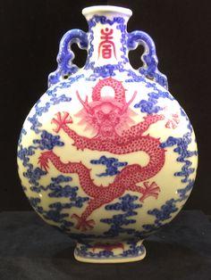 Dragon moon flask Qianlong period Porcelain Ceramics, China Porcelain, Dragon Moon, Japanese Landscape, Antique Lamps, Kintsugi, Flask, Christmas Bulbs, Enamel Ware