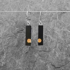 €40 · élieBois / Boucles d'oreille en bois: ébène et buis. Apprêts en argent  Wooden earrings: ebony and boxwood. Silver finishes. Apple Tv, Remote, Drop Earrings, Jewelry, Wood, Wooden Earrings, Small Stud Earrings, Wooden Jewelry, Stainless Steel