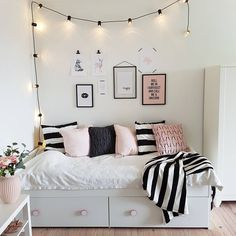 Small Bedroom Storage Ideas - Creative Storage Ideas for Small Businesses . Small Bedroom Storage Ideas - Creative storage ideas for small bedrooms # organize Source by tibadk Small Bedroom Organization, Small Bedroom Storage, Small Room Bedroom, Trendy Bedroom, Dream Bedroom, White Bedroom, Modern Bedroom, Bedroom Girls, Bedroom Bed