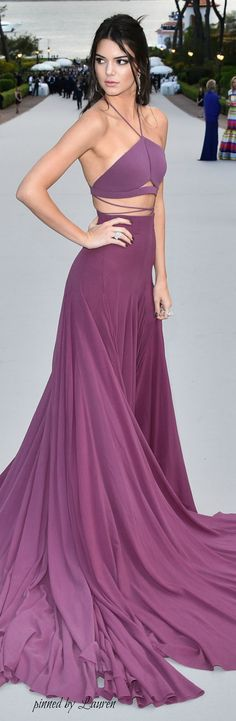 um vestido contemporaneo, gosto da cor também