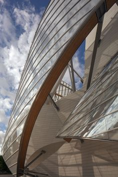 Fondation Louis Vuitton, Paris, France designed by Frank Gehry of Gehry Partners Fondation Louis Vuitton, Amazing Architecture, Contemporary Architecture, Art And Architecture, Architecture Details, Contemporary Houses, Pavilion Architecture, Minimalist Architecture, Organic Architecture