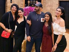 Anshula Kapoors Big Budget Cake Cutting Ceremony Had 5 Cakes And One Cookie (See Pics) - GrabAllNews Sanjay Kapoor, Arjun Kapoor, Her Cut, Bollywood Stars, Bridesmaid Dresses, Wedding Dresses, Period Dramas, Celebrity Crush, Bollywood Actress