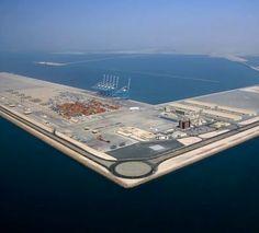 A construção do Porto de Khalifa em Abu Dhabi.
