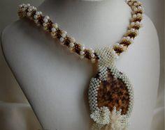 ¡VENTA! ¡10% DE DESCUENTO! Collar Beadwoven de declaración beige/marrón, de mujer moldeada alta joyería, accesorio de corte, regalo para ella, OOAK