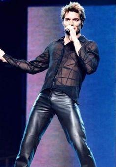 Ricky Martin on tour late 80s Fashion Men, Denim Fashion, Leather Fashion, Mens Leather Pants, Tight Leather Pants, Men's Leather, Synthetic Clothes, Teenage Guys, Moda Casual