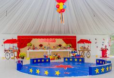 Hoje, trago mais uma festa circo para servir de inspiração para as mamães que estão pensando e decorar a festinha do filhote com esse tema.  Essa é a festa de 7anos do Murilo, que aconteceu no Espaço Buffet Piazza Demarchi, foi decorada pela Silvia Roveri Eventos e fotografada por Katia Rodrigues