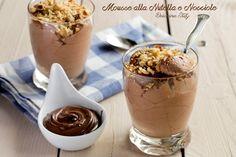 Un dolce cremoso, un dessert irresistibile la Mousse alla Nutella e Nocciole croccanti. Un sapore inconfondibile e una cremosità unica