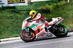 Honda-RC45-worksracer-1995-Joey-Dunlop-North-West-200-1995-motorcycle-photo