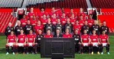 Piłkarze oglądają mecz Ligi Mistrzów na ekranie telewizora • Manchester United gotowy na Ligę Mistrzów przed tv • Wejdź i zobacz >> #manutd #manchesterunited #football #soccer #sports #pilkanozna #funny