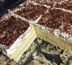 Najbolji domaći recepti za pite, kolače, torte na Balkanu Bosnian Recipes, Croatian Recipes, Healthy Diet Recipes, Cooking Recipes, Cake Cookies, Cupcake Cakes, Macedonian Food, Toffee Bars, Kolaci I Torte