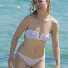 Melissa Sue Anderson, Melissa George, Celebs, Celebrities, Beautiful Legs, Bikini Bodies, Beautiful Actresses, Sexy Bikini, Female Bodies
