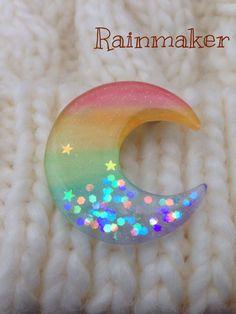 ハンドメイドマーケット minne(ミンネ)| ★プラバンブローチ★虹色の三日月