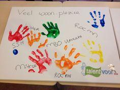 """""""Handtekeningen"""" van de verschillende partners bij de oplevering van het project Talent voor ... Lunetten. In dit project worden ROC-leerlingen begeleid in zelfstandig wonen en leren, om zo vroegtijdige schooluitval te voorkomen. Mitros werkt hier samen met SSH, Lister en de verschillende ROC's in Utrecht."""