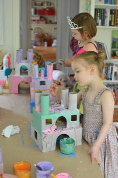 chateau Simple project for kids- make beautiful princess castles from recycled materials Paper Roll Crafts, Cardboard Crafts, Fun Crafts, Shoebox Crafts, Cardboard Castle, Projects For Kids, Diy For Kids, Crafts For Kids, Recycled Crafts