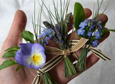 Simple Boutonnieres - The middle one - I especially like that they are not wrapped at the bottom - must make sure they are flowers that don't wilt.