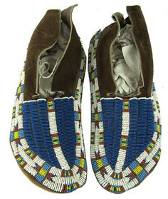 Cheyenne Moccasins c mid-late Native American Moccasins, Native American Clothing, Native American Regalia, Native American Beauty, Native American Crafts, Native American Artifacts, Native American Beadwork, American Indian Art, American Pride