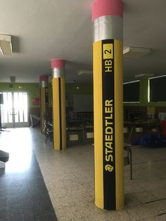 CRA Cubillos del Sil. Homenaje a los lápices. School Hallways, School Murals, Street Marketing, Guerilla Marketing, Classroom Design, Classroom Decor, Colegio Ideas, School Painting, School Displays