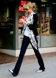 Nicole Richie looks simple and classy.
