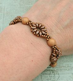 Linda's Crafty Inspirations: Bracelet of the Day: SuperDuo Flower Chain - Macadamia & Chocolate