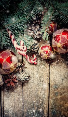 Are you looking for inspiration for christmas background?Navigate here for cool Christmas ideas.May the season bring you peace. Christmas Mood, Noel Christmas, Rustic Christmas, Christmas Lights, Christmas Wreaths, Christmas Crafts, Christmas Phone Wallpaper, Holiday Wallpaper, Winter Iphone Wallpaper