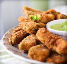 Adventures in Cooking: Avocado Fries With Cilantro Lemon Dipping Sauce. Who knew you could make avocado fries? I feel like I would prefer these as little poppers. Vegetable Appetizers, Healthy Snacks, Healthy Recipes, Avocado Recipes, Healthy Chips, Easy Snacks, Easy Recipes, Pub Food, Avocado
