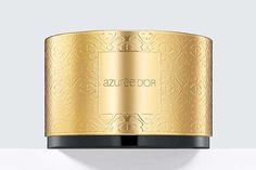 خلال شهر مارس 2017، أطلقت دار Estée Lauder إستي لودر عطر Azurée D'Or كإعادة إصدار لعطرها الكلاسيكي Azurée لعام 1969، والمستوحى من دفء ...