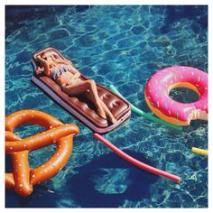 Fancy Floats for Every Pool!  Get more ideas & Tips on my Blog: Dream Design Dwell