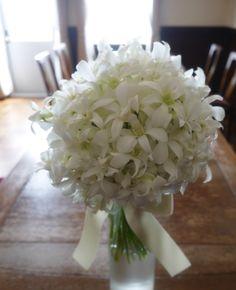 # Vress et Rose # Wedding # white # Round # bouquet #clutch bouquet # natural# Flower # Bridal # ブレスエットロゼ #ウエディング# ホワイト#グリーン#シンプル #クラッチ# ブーケ# ナチュラル#小花#ラン#デンファレ# ブライダル#結婚式