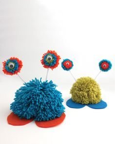 These cute creatures are fun to play with and easy for kids to put together. Shown in Bernat Super Value. #craft