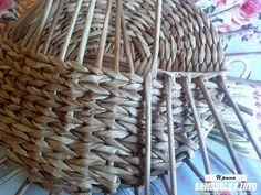 Сова-ключница из газетных трубочек своими руками Wicker Baskets, Home Decor, Key Fobs, Hampers, Art, Homemade Home Decor, Interior Design, Home Interiors, Decoration Home