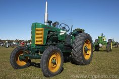 A 1950 Turner 'Yeoman of England' This rather ill-fated tractor was produced in three marks from and although quite a sound and advanced design was plagued by engine reliability problems and consequently had poor sales. Case Ih Tractors, John Deere Tractors, Antique Tractors, Vintage Tractors, Mahindra Tractor, Tractor Pictures, Minneapolis Moline, Harvest Farm