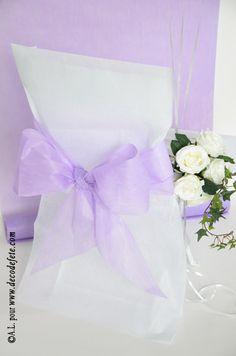 Une housse de chaise blanche habillée http://www.decodefete.com/housses-chaise-blanc-p-3749.html d'un nœud de couleur parme http://www.decodefete.com/noeuds-pour-housse-chaise-parme-p-3754.html #chaise #decoration #mariage #fete #noeud