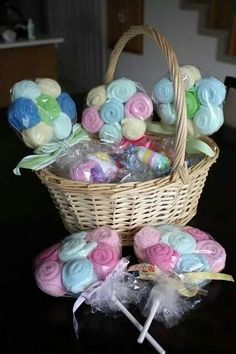 Baby shower gift idea - washcloths Lollipops (or burp cloths) from . - Baby shower gift idea – washcloths Lollipops (or burp cloths) from … - Baby Shower Lollipops, Washcloth Lollipops, Baby Washcloth, Washcloth Cupcakes, Baby Shower Crafts, Baby Crafts, Burlap Baby Showers, Cute Baby Shower Gifts, Baby Baskets