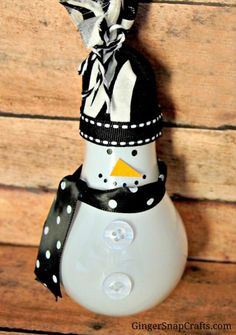 Gorgeous Light Bulb Snowman Ornament PLUS 50 other adorable handmade Christmas Ornaments!