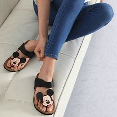Get ready to fall in love with these comfy Mickey Mouse Flat Sandals we have in stock! Cute Sandals, Cute Shoes, Me Too Shoes, Cute Disney, Disney Style, Disney Shoes, Disney Clothes, Disney Themed Outfits, Estilo Disney