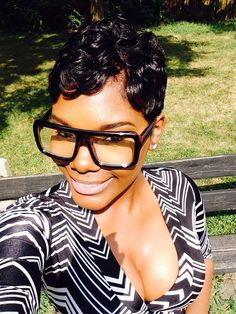 Extra-large frames for sunglasses. Short Sassy Hair, Cute Hairstyles For Short Hair, Pixie Hairstyles, Short Hair Cuts, Love Hair, Gorgeous Hair, Hot Hair Styles, Natural Hair Styles, Lisa