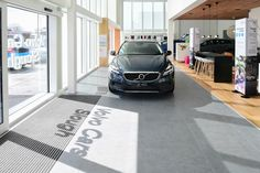 Minoli Tiles - Volvo Showroom - C-Stone 750x750x10 mm - https://www.minoli.co.uk/car-showrooms/volvo/ - #Minoli #Minolitiles #Volvo #Volvouk #Volvocars #flagship #showroom #cstone #gray #carshowroom #matt #limestoneeffect