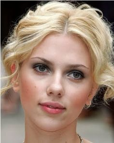 Beauty Addict: Celebrity Makeup: Scarlett Johansson's peach blush