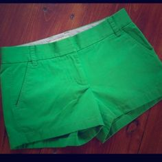 "J. Crew 3"" Chino Short in emerald green, Sz. 6. J. Crew 3 inch Chino Short in emerald green Sz. 6. Love these shorts! They are so versatile. Can be worn to ""family"" events or out with friends. This color is so easy to spruce up any outfit, esp if you wear a lot of black/white/tan!  These are in good condition, only worn a couple of times, little bit of overall fading from wash.  Check out my other colors for an additional discount when you bundle! J. Crew Pants"