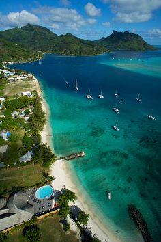 Fare, Huahine, French Polynesia  B-E-A-utiful. #bucketlist #french #couleurbrand #water #couleurs  http://www.balangi.fr/