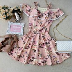Vestido Larissa No Neoprene C/ BOJO /PomPom( Estampa Fundo Rose)