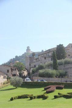 View of the grounds and garden Basilica di San Francesco | Piazza San Francesco, 2, 06081 Assi