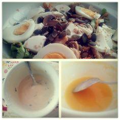 Adoro os finais de tarde quentes... Depois de uma sopa de couve-flor e abóbora... Uma salada cheia de coisas boas sempre regado com o meu molho de eleição, iogurte.  Bom FDS para todos.